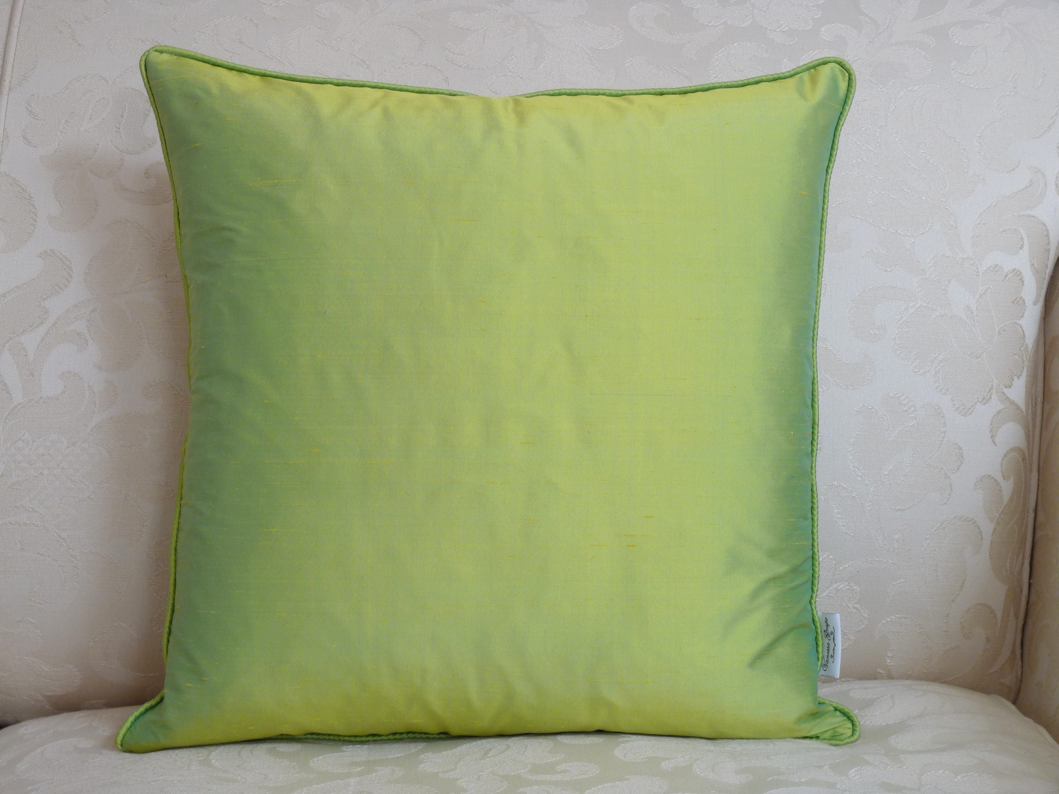 Silk square cushion in lime