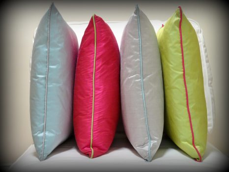 Contrast piped cushions
